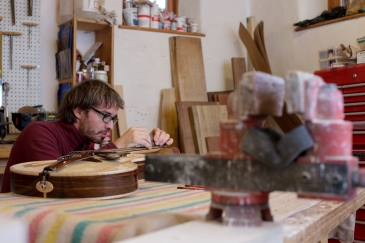 Professional luthier since 15 years, Benoît Lavoie gives final touches to Guitar # 142 after spending around 250 hours creating it. Lavoie is working in his shop, in the house he builts in Petit-Saguenay, Que., on Tuesday, Oct. 13, 2015. (Marie-Pierre Savard /JOUR527)