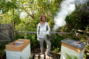 Emile Lalonde gets ready to open a hive at the CEGEP Saint-Laurent, in Montreal, Que. on Wednesday, Sept., 23, 2015. Lalonde is a beekeeper from the organization Miel Montreal and is in charge of the three hives at the CEGEP. (Marie-Pierre Savard / JOUR527)